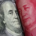 Mata uang Dolar AS dan Yuan China. Foto-ANTARA via Shutterstock